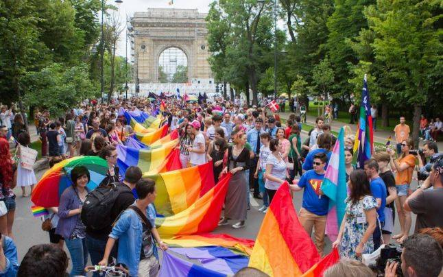 Asociația MozaiQ merge la Pride. IBM România merge la Pride